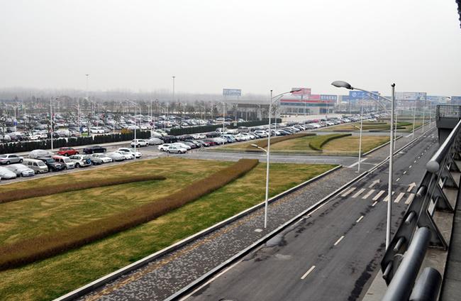 新郑机场候机楼前广场